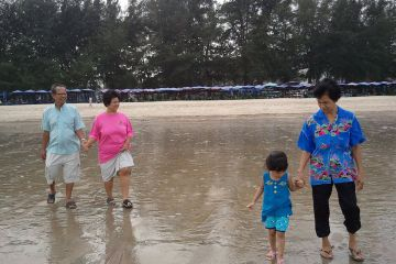 พาครอบครัวเที่ยวทะเลเฮฮาที่ชายหาด ชะอำ
